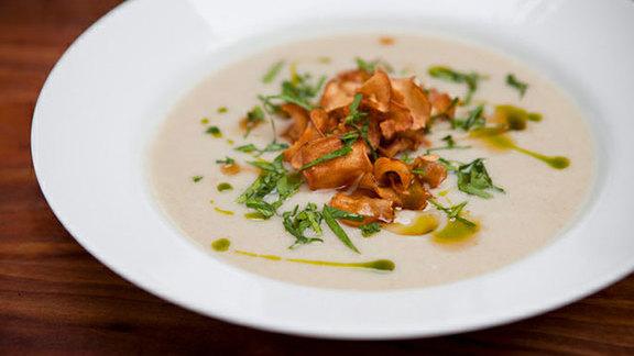 Jerusalem artichoke soup at August