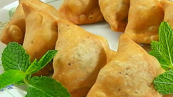 Chef Ben Ford reviews Samosa w/ green chutney at Samosa House East