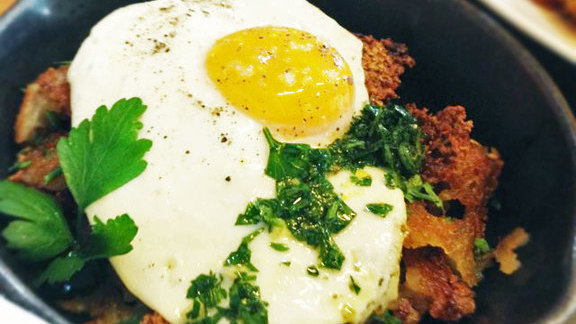 Chef Rick Tramonto reviews Corned beef cheek hash at Manhattan Beach Post