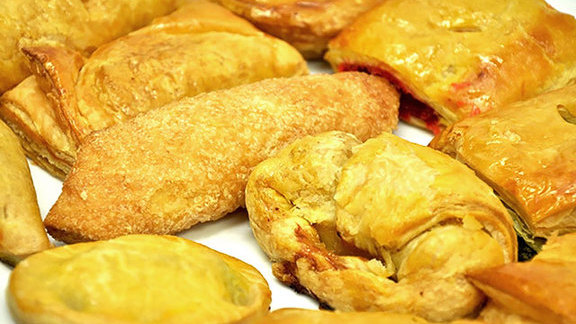 Chef Aaron Brooks reviews Pastelitos at Ricky Bakery