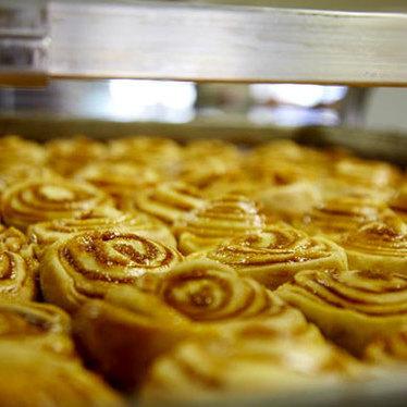 Cinnamon rolls at Knaus Berry bakery line
