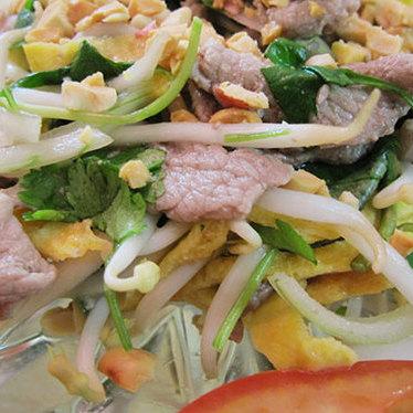 Rare pan beef with lemon at Phở Sô 1