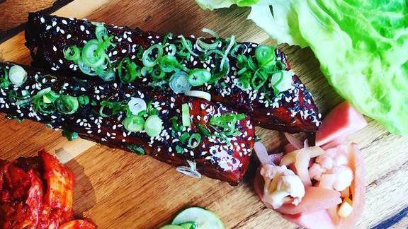 Rib platter with Gochu glaze and kimchi at Momofuku Ssäm Bar