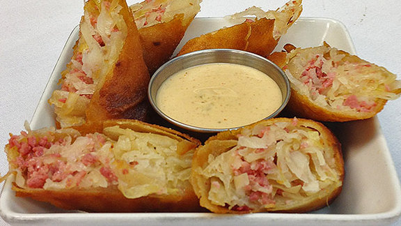Chef Anthony Chittum reviews Reuben egg roll at