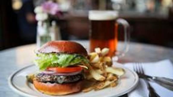 Chef Heidi Gibson reviews Comstock Burger at