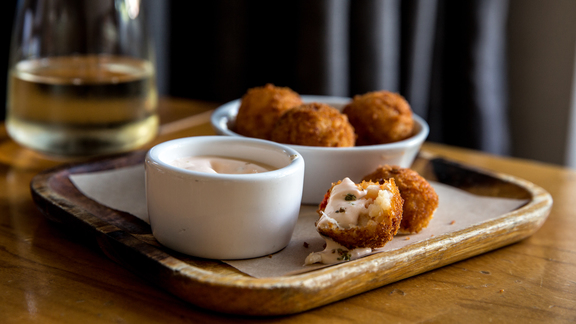Chef Michael Ellis reviews Dungeness crab arancini at Beretta