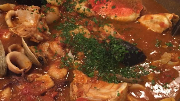 Chef Tim Luym reviews Cioppino at