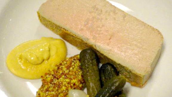 Chef John Howie reviews Gâteau aux foies de volaille at Le Pichet
