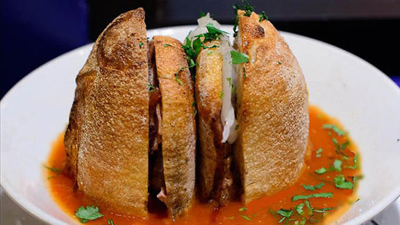 Chef Rick Gresh reviews Ahogada torta at