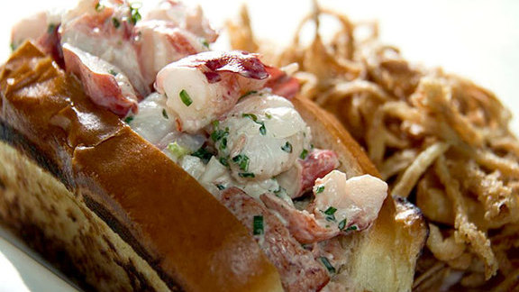 Lobster roll at GT Fish and Oyster