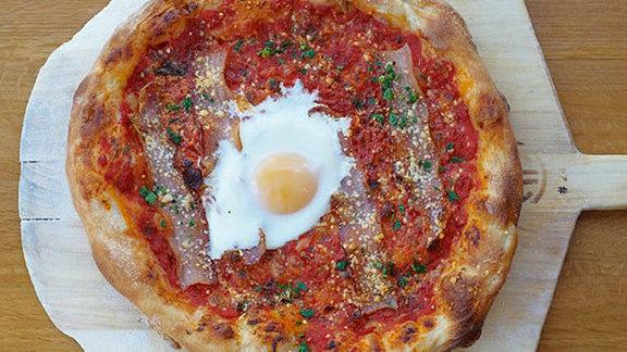 Chef Jacob Des Voignes reviews Amatriciana pie at