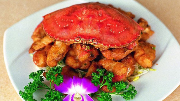 Fried crab with garlic and hot peppers at R&G Lounge