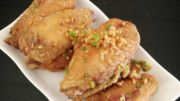 Chef Jason Franey reviews Garlic chicken wings at