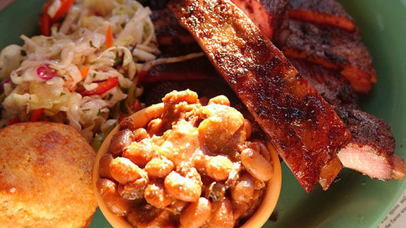 Two-way combo barbecue at Memphis Minnie's BBQ