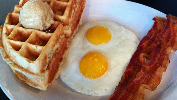Chef Jesse Griffiths reviews The Waffle Breakfast at 24 Diner