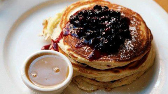 Chef Bill Telepan reviews Wild Maine blueberry pancakes at