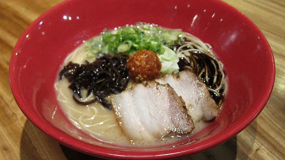 Chef Koji Kagawa reviews Akamaru modern ramen at