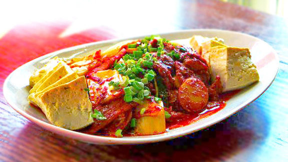 Chef Jacob Hunter reviews Duru jjigee at Mandu