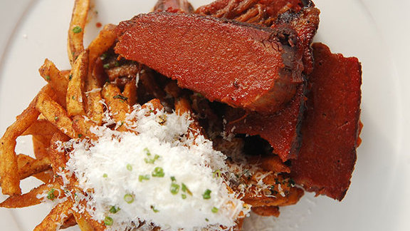 Chef Daniel Esses reviews Smoked wagyu beef brisket w/ garlicky Parmesan fries at