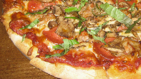 Chef Sean Sanders reviews The Ditka pizza at