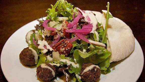 Chef Nathanial Zimet reviews Falafel salad at