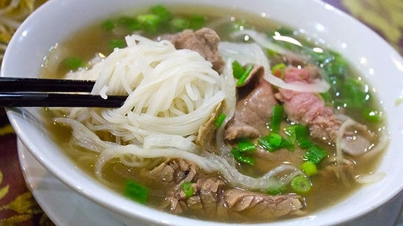 Chef Tim Luym reviews Phở at