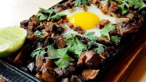 Chef Chaz Brown reviews Sisig at Pig & Khao