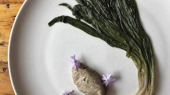 Chef Alex Saenz reviews Buttered Ramps, burnt lime aioli at Bisq