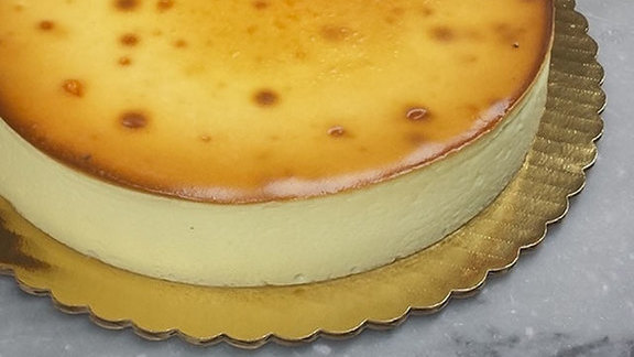 Chef Russell Jackson reviews New York cheese cake at
