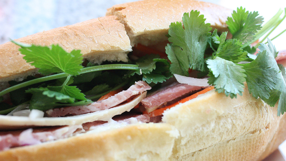 Chef Christopher Wilson reviews Bánh mì at