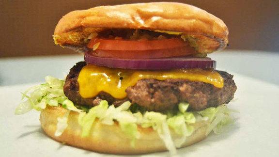 Chef Omar Flores reviews Burger at