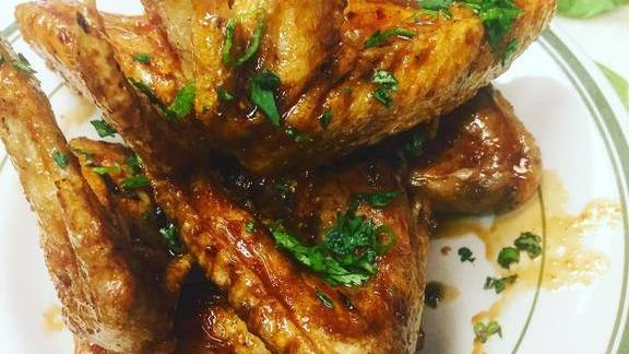 Chef Jason Alley reviews Chili and country ham glazed wings at Comfort