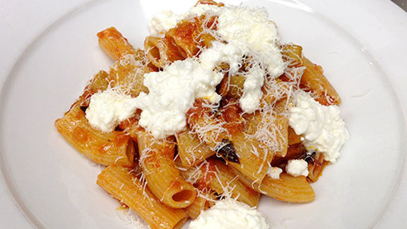 Chef Omar Flores reviews Pasta at