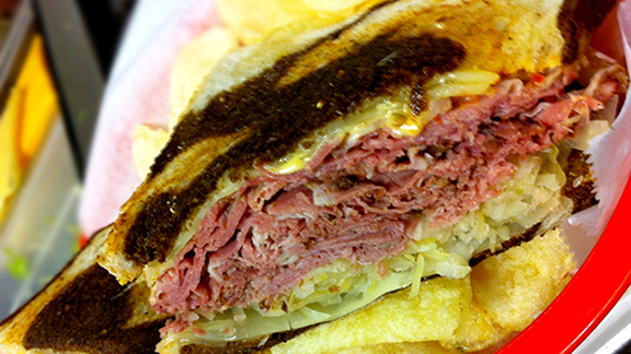 Chef André Natera reviews Weinberger's Reuben at