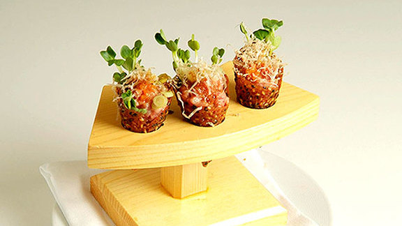 Chef Richard Chamberlain reviews Spicy tuna tartare at