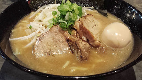 Chef Tim Luym reviews Ramen at