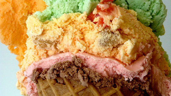Chef Graham Elliot reviews Ice cream at