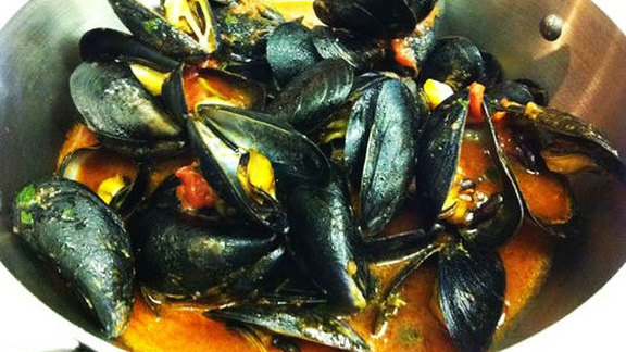 Clams w/ white sauce; mussels w/ red at Agostino's Ristorante