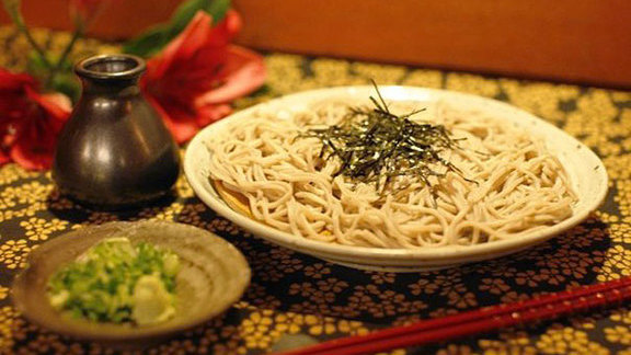 Chef Daniel Holzman reviews Zaru soba at