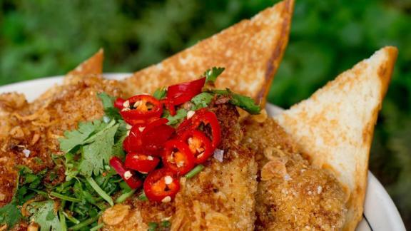 Chef José Andrés reviews Maketto Fried Chicken & Bread at Maketto