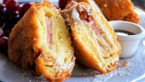 Chef Eric Greenspan reviews Monte Cristo sandwich at