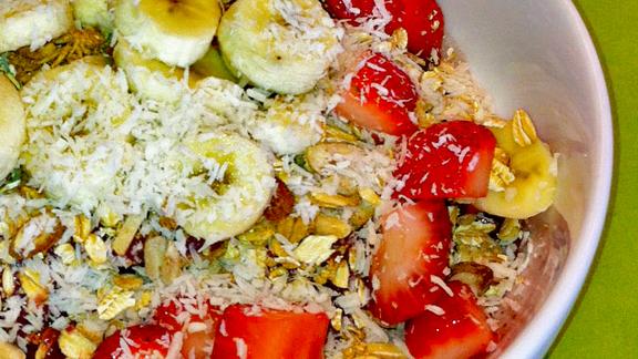 Chef Antonia Lofaso reviews Acai bowl at