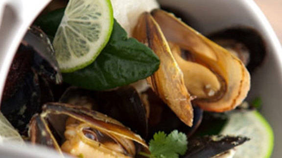 Chef David Myers reviews Steamed mussels at Manhattan Beach Post