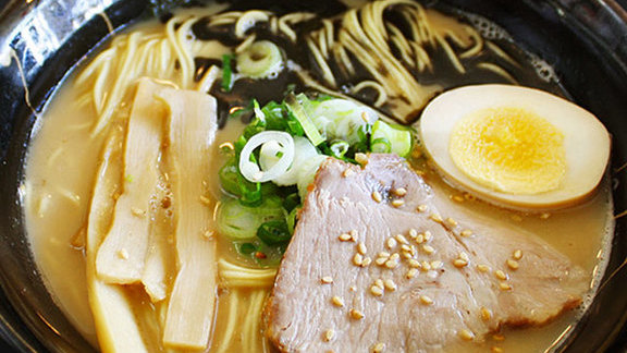 Chef Dave Danhi reviews Tonkotsu ramen at