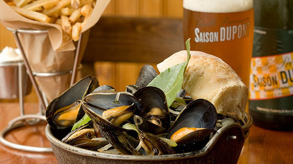 Chef Cleetus Friedman reviews Mussels w/ frites at