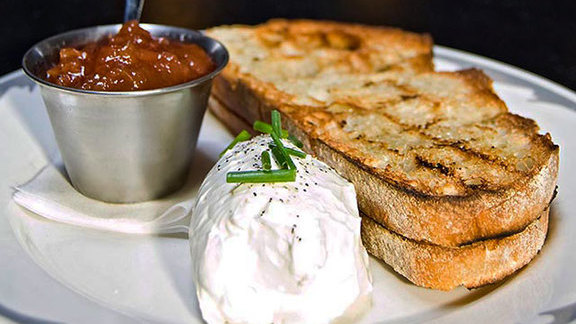 Chef Michael Simmons reviews Smoked farmers cheese and tomato jam at