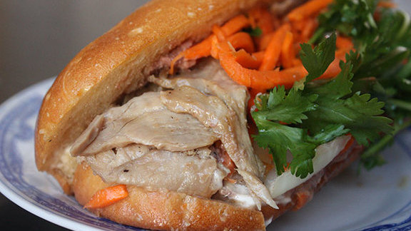 Chef Teague Moriarty reviews Bánh mì thịt at