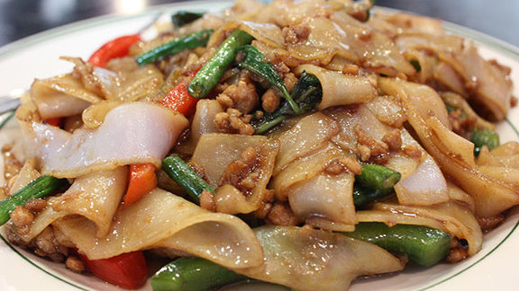Chef Christopher Thompson reviews Pad kee mao at