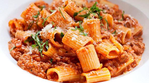 Chef Mark Goldberg reviews Rigatoni w/ classic ragu bolognese at