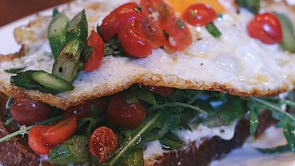 Chef Walter Manzke reviews Burrata toast with grilled asparagus, cherry tomato, tarragon, arugula and fried egg at Little Star Pizza